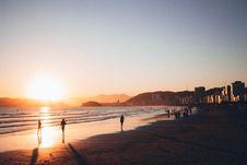 Free People Walking On Seashore During Golden Hour Royalty Free Stock Image - 109925036