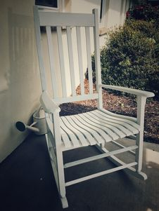 Free White Wooden Rocking Chair Stock Photo - 109925050