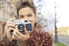 Free Woman Holding Black And Gray Camera Focus Photo Royalty Free Stock Photo - 109925595
