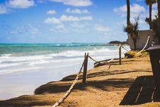 Free Wooden Posts Near Ocean Water Stock Photo - 109925630