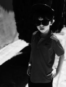 Free Grayscale Photography Of Boy Wearing Polo Shirt And Sunglasses Royalty Free Stock Photo - 109925795