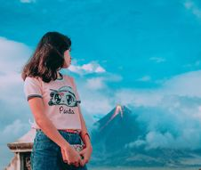 Free Photography Of A Girl In Front Of Erupting Volcano Stock Photos - 109925803