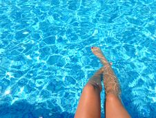 Free Person Feet Dipping On Pool Stock Images - 109925984