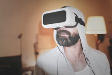 Free Man Wearing Gray Hoodie And White Virtual-reality Headset Stock Photo - 109926110