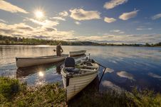 Free Fisherman On White Wooden Boat Royalty Free Stock Photography - 109926147