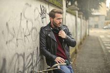 Free Man Wearing Black Full-zip Biker Jacket Royalty Free Stock Images - 109926149