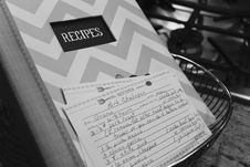 Free White And Gray Chevron Print Recipes Book Stock Images - 109926684