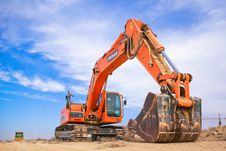 Free Red Excavator On Dry Field Royalty Free Stock Images - 109927109