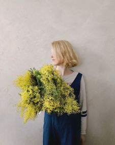 Free Woman Wearing Blue V-neck Sleeveless Top While Holding Yellow Petaled Flower Stock Photos - 109927193