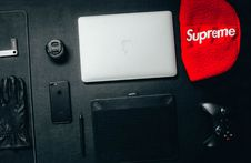 Free Macbook Beside Red Supreme Textile Stock Images - 109927194