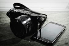 Free Bridge Camera Beside Samsung Smartphone Stock Photos - 109927273