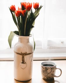 Free Red Tulips Flowers In White Ceramic Vase Beside Cup Of Coffee Royalty Free Stock Photo - 109927315