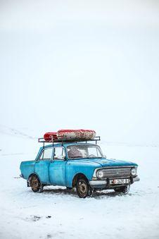 Free Blue Box-type Sedan Stock Photography - 109927342