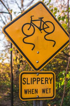 Free Yellow And Black Slippery When Wet Road Sign Board Royalty Free Stock Image - 109927386