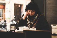 Free Woman Reading Book Stock Photos - 109927413