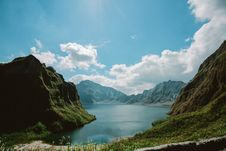 Free Photo Of The Crater Of Mt. Pinatubo Royalty Free Stock Photos - 109927638