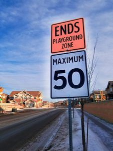 Free Photo Of Ends Playground Zone Maximum 50 Street Sign Royalty Free Stock Photography - 109927657