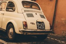 Free White Volkswagen Beetle Royalty Free Stock Photo - 109927795