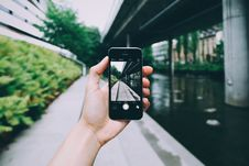 Free Person Using Camera Of Space Grey Iphone 6 Royalty Free Stock Photos - 109927908