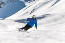Free Man Snow Skiing On Bed Of Snow During Winter Royalty Free Stock Photos - 109928048
