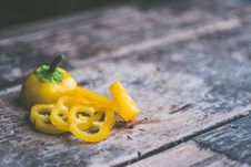 Free Sliced Yellow Pepper Royalty Free Stock Image - 109928136