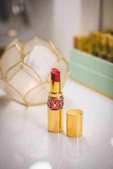 Free Close-Up Photography Of Red Lipstick On Desk Royalty Free Stock Images - 109928179