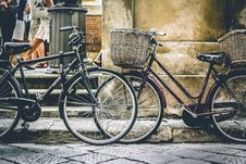 Free Two Black Bicycles Parting Near Wall Stock Photo - 109928320