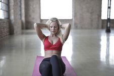 Free Woman Wearing Red Sports Bra Royalty Free Stock Images - 109928389