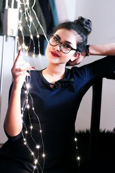 Free Woman Wearing Black Knit Elbow-sleeved Top Touching Mini String Lights Royalty Free Stock Photo - 109928555