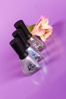 Free Three Rugsin Nail Polish Bottles Stock Images - 109928704