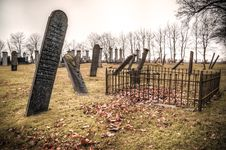Free Photography Of Graveyard Under Cloudy Sky Royalty Free Stock Images - 109928739