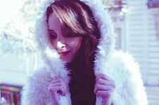 Free Photography Of A Woman In White Fur Coat Royalty Free Stock Images - 109928899