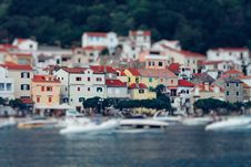 Free Tilt Shift Lens Photography Of Red Roof House Near The Body Of Water Royalty Free Stock Image - 109929006