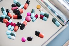 Free Assorted Medication Capsules Royalty Free Stock Photo - 109973275