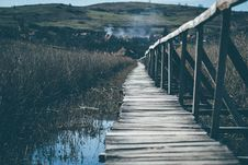 Free Landscape Photograph Of Wooden Bridge Going Up The Mountain Royalty Free Stock Images - 109973289