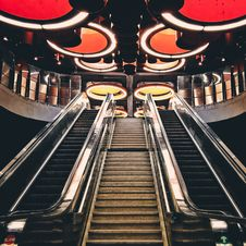 Free Gray Metal Escalator Stairway Royalty Free Stock Photo - 109973305