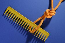 Free Comb And Knot - Diagonal Royalty Free Stock Photo - 110395