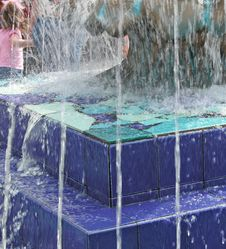 Free Blue Fountain Royalty Free Stock Photos - 113248