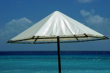 Free Parasol On The Beach Royalty Free Stock Photos - 1100588