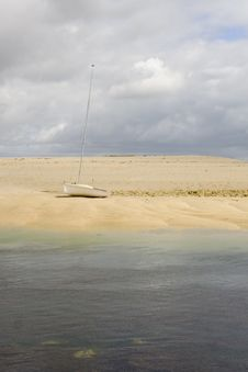 Free Yacht On Remote Island Stock Photography - 1104912