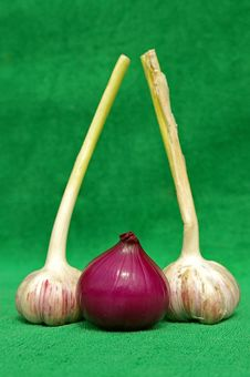 Free Garlic An Red Onion Royalty Free Stock Photos - 1106658