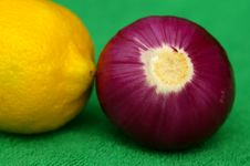 Lemon An Red Onion Zoomed Stock Photography