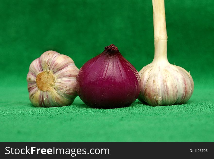 Garlic an red onion zoomed