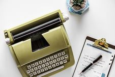 Free Gold Type Writer Beside Clip Board And Click Pen Stock Images - 110047064