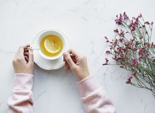 Free Lemonade Juice Filled White Ceramic Cup With Saucer Royalty Free Stock Images - 110174339