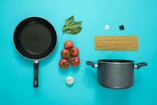 Free Black And Gray Cooking Pot And Frying Pan With Tomatoes Royalty Free Stock Photography - 110248487