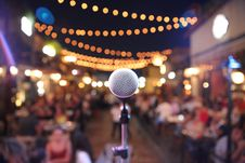 Free Selective Focus Photo Of A Microphone In Front Of Audience Royalty Free Stock Photography - 110248537