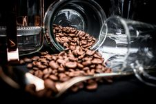 Free Coffee Beans Spoiling On Clear Glass Jar Near Clear Glass Mug Stock Images - 110341904