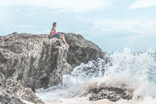 Free Woman Sitting Of Rock Near Body Of Water Royalty Free Stock Image - 110418066