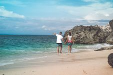 Free Two Person Walking On Sea Shore Royalty Free Stock Photos - 110418068